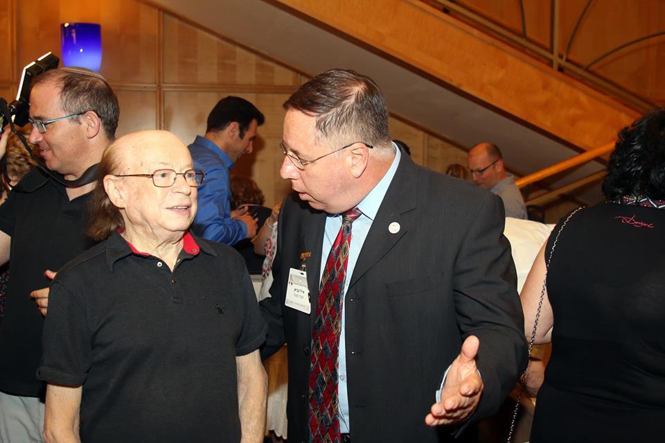 איל פביאן - מנהל המטה מקבל את פניו של יעקב בודו.