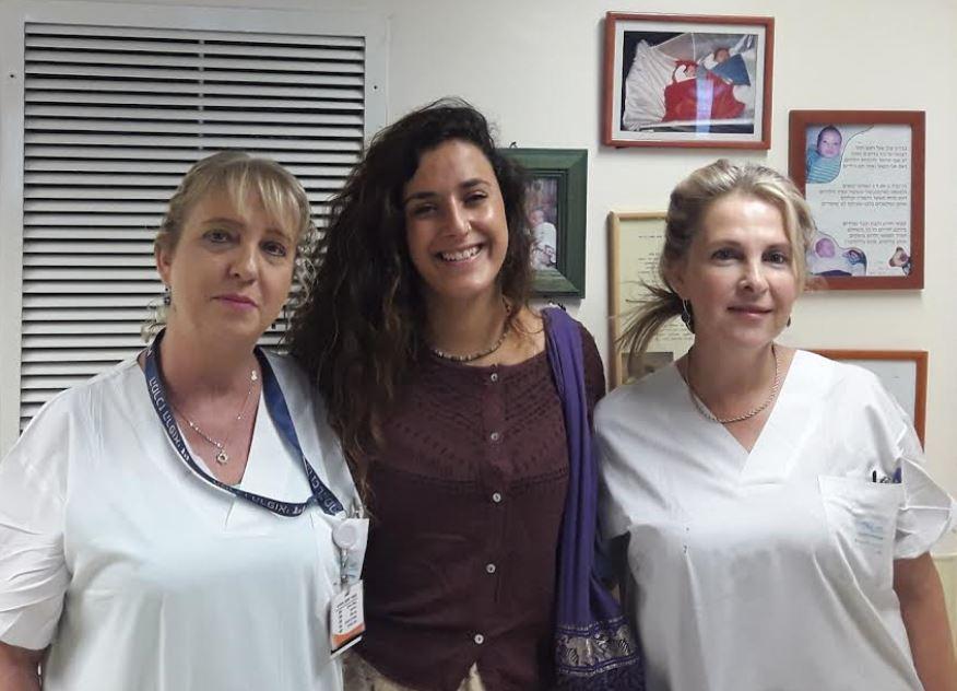"""פגישה מרגשת: במהלך ביקור פצועי צה""""ל במרכז הרפואי """"זיו"""" פגשה את האחות שהצילה את חייה לפני 19 שנה"""