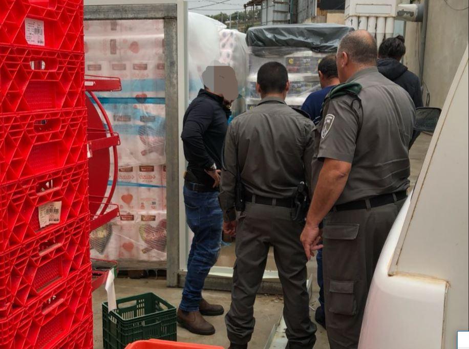 שחיטה שחורה בגוש חלב: המשטרה החרימה מאטליז מקומי 1.5 טון בשר ועופות