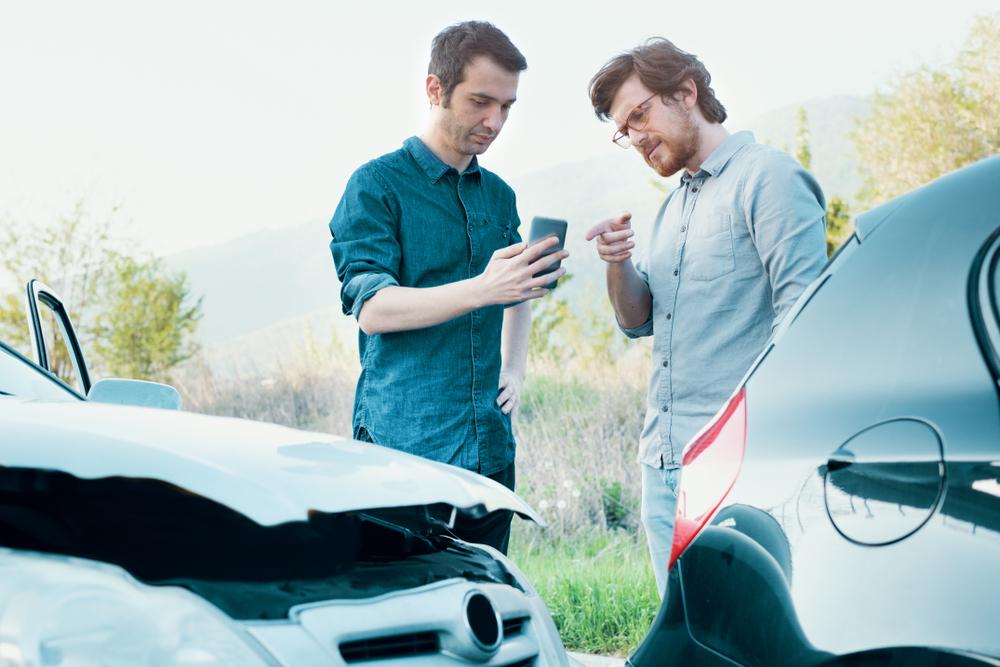 כואב בכיס – מה קורה אם מתנגשים במכונית יוקרה?