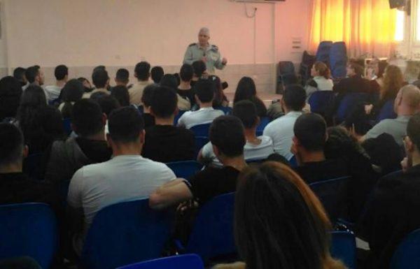 """ראש אכ""""א סגר מעגל: נפגש עם תלמידים בבית הספר בו למד בטבריה"""