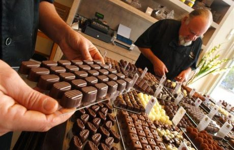 רגע מתוק בחיים: קורס מקצועי להכנת שוקולד בהדרכת השוקולטייר הוותיק בישראל
