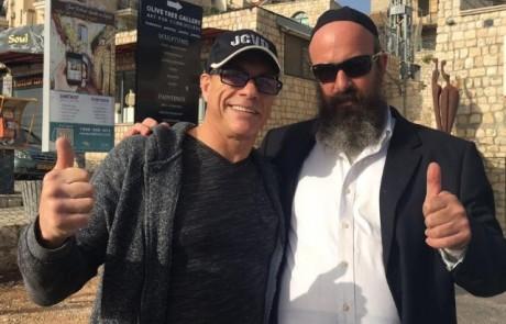 מרכז הקבלה בצפת: כוכב הפעולה ואן דאם הגיע לעשות תיקון רוחני לשלום העולם
