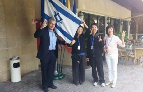 מסינגפור באהבה: משלחת מהמדינה האסיאתית התארחה ב- הגושרים מלון בטבע