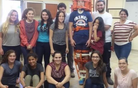 """תלמידי מגמת הבריאות החדשה בתיכון עמק החולה החלו התנדבות בסניפי מד""""א בקריית שמונה ובחצור הגלילית"""