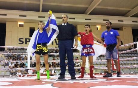 גאווה צפתית: אלון סרור זכה במדליית זהב באליפות אירופה באיגרוף תאילנדי