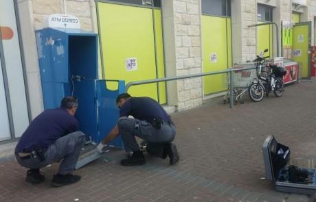 """לילה עמוס: בצפת גנבו אלמונים כספומט – בק""""ש נשדד קשיש"""