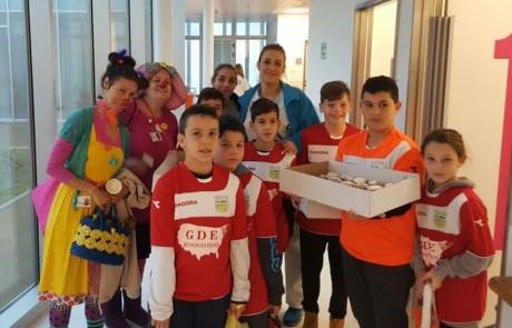 ילדי בית הספר האזורי לכדורגל 'גליל יונייטד' חגגו חנוכה עם ילדים המאושפזים במרכז הרפואי זיו