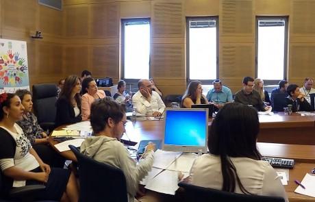 נידויים חברתיים: נציגי בית הספר וילקומיץ' מראש פינה השתתפו בדיון שנערך בכנסת