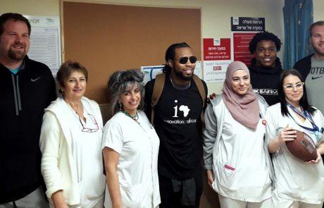 """כוכבי ליגת הפוטבול האמריקאית NFL ביקרו במרכז הרפואי """"זיו"""" בצפת"""