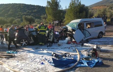 תאונת דרכים מחרידה סמוך לפרוד – 4 הרוגים ו – 4 פצועים קשה בהתנגשות בין רכב פרטי לרכב הסעות
