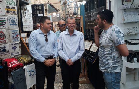 מריחים בחירות: שר התיירות סייר בצפת ופרגן לשוקי אוחנה
