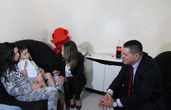 שרת השיכון וראש עיריית צפת סיירו בבית בו נספה הפעוט בשריפה ונפגשו עם אימו