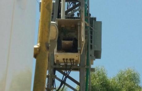 על זה שקע ותקע לא חשבו:  אקדח ורימונים הוסתרו בעמוד חשמל בכפר טובא