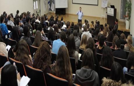 תלמידי תיכון מהגליל העליון והגולן השתתפו בכנס כימיה הראשון בפקולטה לרפואה