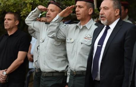 """השר ליברמן אוסר על הרב אליהו להופיע בטקסים צבאיים – לשכת הרב: """"השר מסית ומשקר"""""""