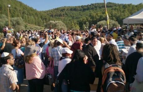 1000 שופרות: אלפים הגיעו לתיקון בקבר בן עוזיאל בעמוקה