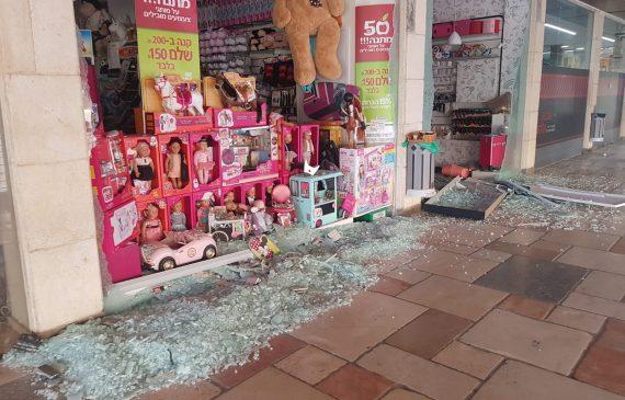ונדליזם בראש פינה: נופצו חלונות ראווה של 16 חנויות בחאן ובתחנת פז