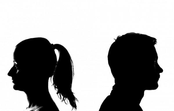 תפס את אשתו מנהלת רומן עם מאמן ספורט והציע כפשרה משולש רומנטי