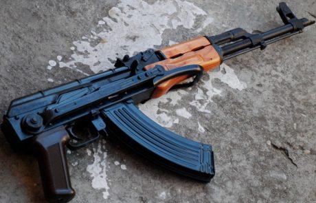ניקיונות של פסח: רובה קלצ'ניקוב התגלה בצפת סמוך לפח אשפה
