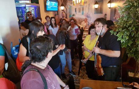 טעימה לקראת כיתות האמן בצפת – הכנר אייל שילוח ניגן לעשרות עיתונאים
