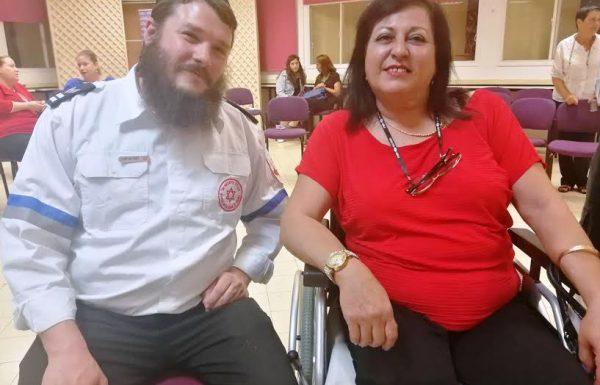 """שנה לאחר שהתאוששה מתאונה קשה במירון הודתה בסעודת הודיה למתנדב מד""""א על הצלת חייה"""