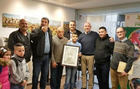 """""""אבנים מחברות"""": בקצרין נחנכה תערוכת ציורים משותפת לילדים יהודים ודרוזים"""