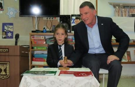 """ח""""כים בצפון: יו""""ר הכנסת אדלשטיין ביקר בגן ילדים בצפת"""