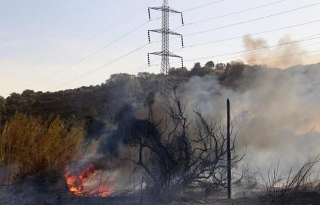 """חברת החשמל: """"אין להדליק מדורות בסמוך למתקני החשמל או מתחת לקווי חשמל"""""""
